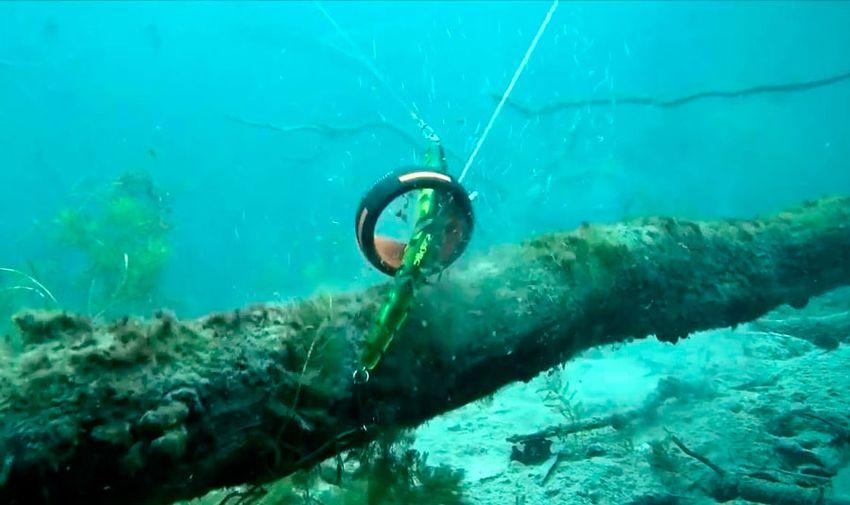 Освобождения рыболовного крючка застрявшего в чем то